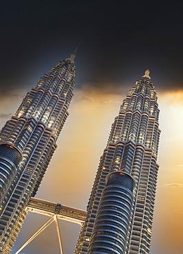 Malaysia, Kuala Lumpur, Night view of Petronas Towers