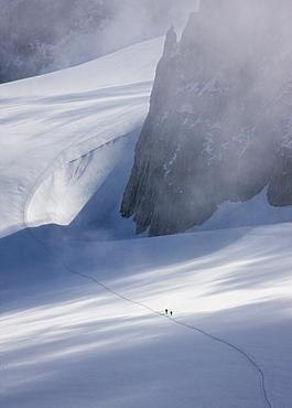 France, Haute-Savoie, Chamonix, Mont Blanc, Climbers on glacier in Mont Blanc Massif