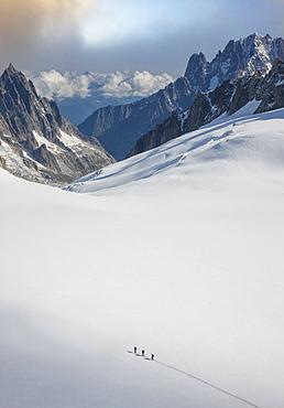 France, Haute-Savoie, Chamonix, Mont Blanc, Climbers on Mer De Grace Glacier in Mont Blanc Massif