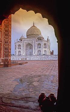 India, Uttar Pradesh, Agra, Taj Mahal at sunset