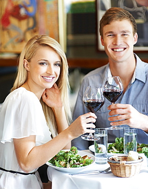 Couple eating lunch in restaurant