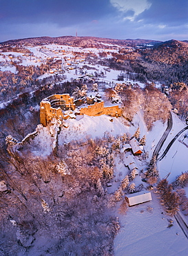 Poland, Subcarpathia, Odrzykon, Aerial view of ruins of Kamieniec Castle in winter