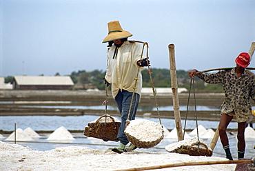Salt workers, Bangkok, Thailand, Southeast Asia, Asia