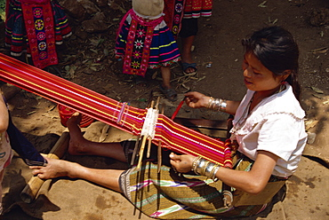 Meo hill tribe woman weaving, near Chiang Mai, Thailand, Southeast Asia, Asia