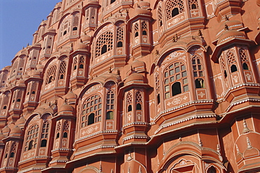 Hawa Mahal, Palace of the Winds, facade from which ladies in purdah looked outside, Jaipur, Rajasthan, India