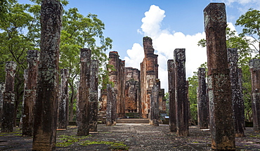 Vertical columns, The Kiri Vihara Buddhist temple ruins, Polonnaruwa, UNESCO World Heritage Site, Sri Lanka, Asia