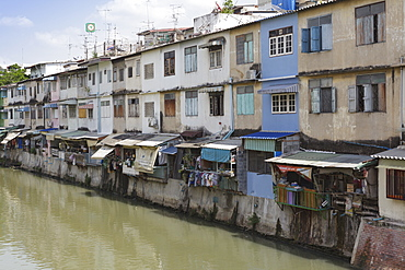 Flats and apartments by the canal, Banglamphu, Bangkok, Thailand, Southeast Asia, Asia