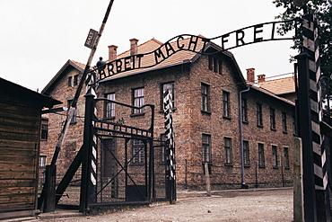 Entrance gate with lettering Arbeit macht frei, Auschwitz Concentration Camp, UNESCO World Heritage Site, Makopolska, Poland, Europe