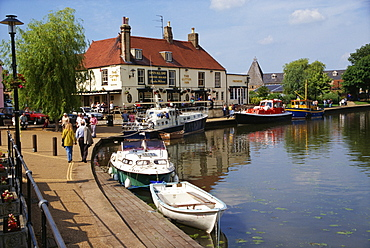 Cutter Inn, River Ouse, Ely, Cambridgeshire, England, United Kingdom, Europe