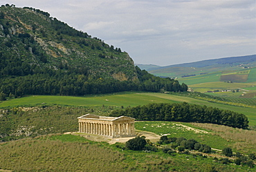 Doric Temple of Segesta dating from 430 BC, Segesta, Sicily, Italy, Europe