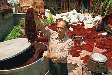 Dyeing wool in outdoor bazaar, Konya, Anatolia, Turkey, Asia Minor, Eurasia