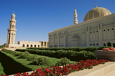 Sultan Qaboos Grand Mosque, built in 2001, with a prayer hall accommodating 20000, Ghubrah, Muscat, Oman, Middle East