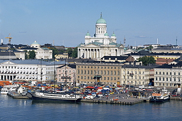 Harbour with Lutheran cathedral rising behind, Helsinki, Finland, Scandinavia, Europe