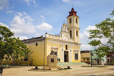 Parque Maceo, Iglesia de Nuestra Senora de la Caridad, Sancti Spiritus, Sancti Spiritus Province, Cuba, West Indies, Caribbean, Central America
