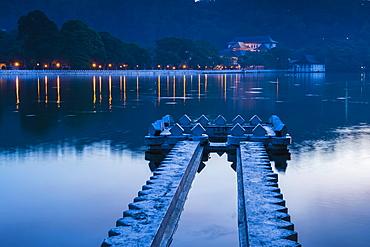 Kandy Lake and the Temple of the Sacred Tooth Relic (Sri Dalada Maligawa) at night, Kandy, Central Province, Sri Lanka, Asia