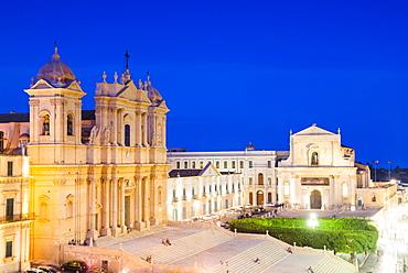 St. Nicholas Cathedral (Noto Cathedral) and Church of San Salvatore in Piazza del Municipio at night, Noto, Val di Noto, UNESCO World Heritage Site, Sicily, Italy, Europe