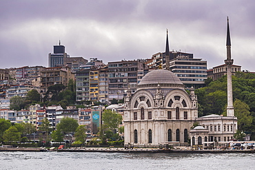 Mosque on the banks of the Bosphorus, Istanbul, Turkey, Europe