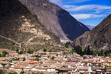 Ollantaytambo with Pinkullyuna Inca Storehouses in the mountains above, Sacred Valley of the Incas, near Cusco, Peru, South America