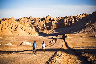 Cycling in Moon Valley (Valle de la Luna), Atacama Desert, North Chile, Chile, South America