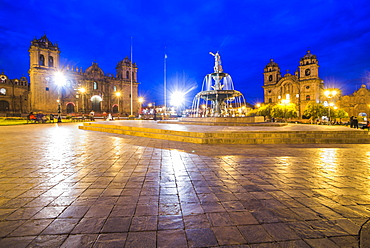 Plaza de Armas Fountain, Cusco Cathedral and Church of the Society of Jesus at night, UNESCO World Heritage Site, Cusco (Cuzco), Cusco Region, Peru, South America