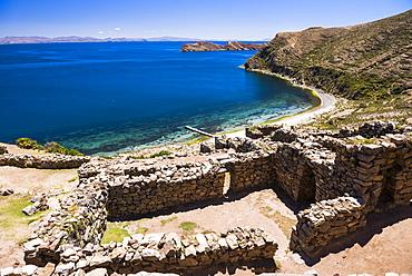 Palacio del Inca at Chincana Ruins, Inca ruins on Isla del Sol (Island of the Sun), Lake Titicaca, Bolivia, South America