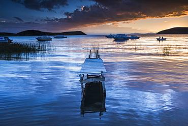 Sunrise at Lake Titicaca, Challapampa, Isla del Sol (Island of the Sun), Bolivia, South America