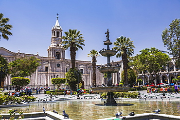 Plaza de Armas fountain and Basilica Cathedral of Arequipa, UNESCO World Heritage Site, Arequipa, Peru, South America