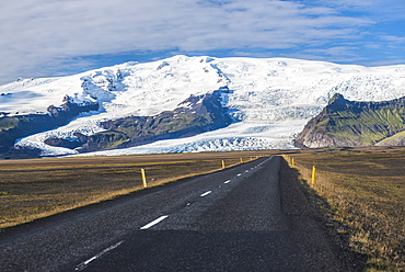 Route 1, leading to Skaftafell National Park and Skaftafellsjokull Glacier, South Region of Iceland (Sudurland), Iceland, Polar Regions