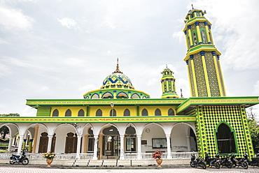 Colourful Mosque near Sabang, Pulau Weh Island, Aceh Province, Sumatra, Indonesia, Southeast Asia, Asia