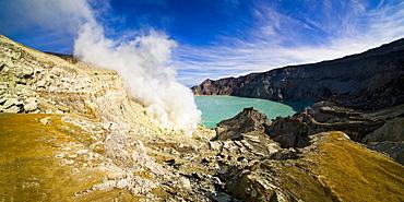 Kawah Ijen's acidic turquoise blue crater lake, Java, Indonesia, Southeast Asia, Asia