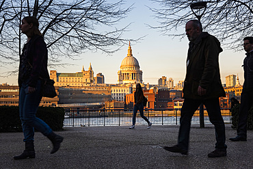 Street scene in Southwark with St. Pauls Cathedral in the distance, Southwark, London, England, United Kingdom, Europe