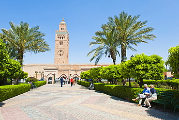 Tourists sitting in the gardens next to the Koutoubia Mosque, Marrakech (Marrakesh), Morocco, North Africa, Africa