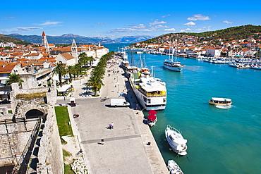 Trogir waterfront, Obala Bana Berislavica, Trogir, UNESCO World Heritage Site, Dalmatian Coast, Adriatic, Croatia, Europe