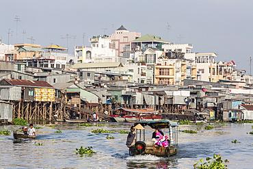 Daily Vietnamese river life at Chau Doc, Mekong River Delta, Vietnam, Indochina, Southeast Asia, Asia