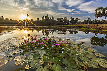 Sunrise over Angkor Wat, Angkor, UNESCO World Heritage Site, Siem Reap Province, Cambodia, Indochina, Southeast Asia, Asia