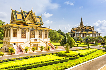 Hor Samran Phirun on the left and the Moonlight Pavilion on right, Royal Palace, in the capital city of Phnom Penh, Cambodia, Indochina, Southeast Asia, Asia