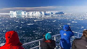 The National Gepographic Explorer amongst huge icebergs calved from the Ilulissat Glacier, UNESCO World Heritage Site, Ilulissat, Greenland, Polar Regions