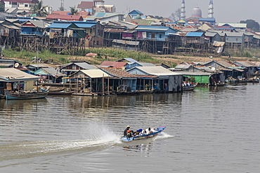 View of life along the Tonle Sap River headed towards Phnom Penh, Cambodia, Indochina, Southeast Asia, Asia