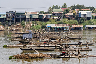 Cham people using a Dai fishing system for trei real fish on the Tonle Sap River, Cambodia, Indochina, Southeast Asia, Asia