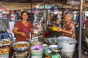 Fresh noodle meal for sale at local market in Chau Doc, Mekong River Delta, Vietnam, Indochina, Southeast Asia, Asia