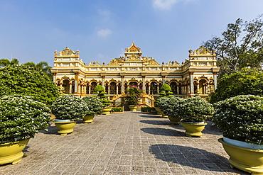 Garden entrance to the Vinh Trang Pagoda, My Tho, Vietnam, Indochina, Southeast Asia, Asia