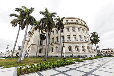 The Cuban Capitol building, El Capitolio, downtown Havana, Cuba, West Indies, Central America