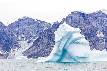 Grounded icebergs, Sydkap, Scoresbysund, Northeast Greenland, Polar Regions