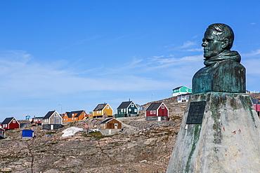 Inuit village and Ejnar Mikkelsen statue, Ittoqqortoormiit, Scoresbysund, Northeast Greenland, Polar Regions