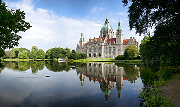 New City Hall reflecting in Maschteich, Hannover, Lower Saxony, Germany