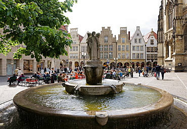 Town square with fountain, Lambertikirchplatz, Muenster, North Rhine-Westphalia, Germany