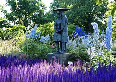 Sculpture of lovers under an umbrella by Juergen Woyski 1962, Friendship Island, Potsdam, Brandenburg, Germany