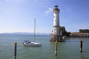 Lighthouse at the harbour entrance in Lindau, Lake Constance, Swabian, Bavaria, Germany, Europe
