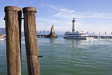 Lighthouse at Lindau harbour, Lindau, Lake Constance, Swabian, Bavaria, Germany, Europe