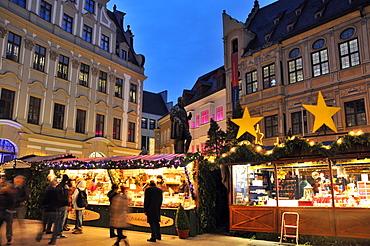 Christmas market on Fuggerplatz square, Augsburg, Swabia, Bavaria, Germany